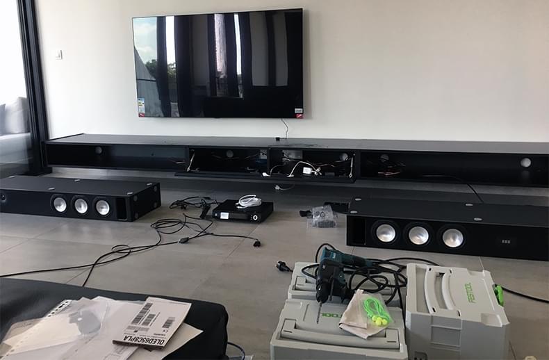 montage_zwevend-tv-meubel_spectral-ameno